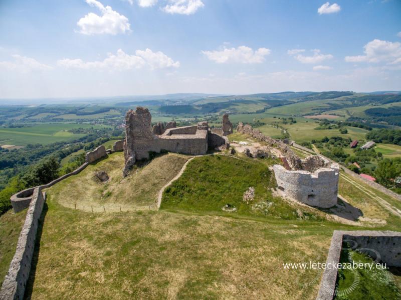 letecká fotografia hradu branč