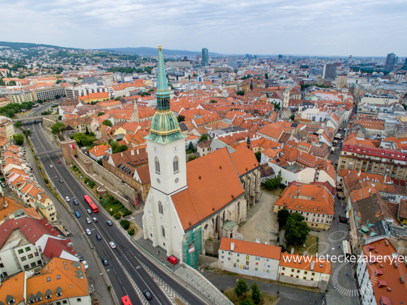 Bratislava Dóm sv. Martina letecká fotografia