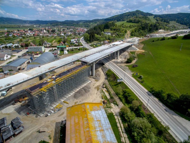 letecká fotografpvanie mostu - lešenie