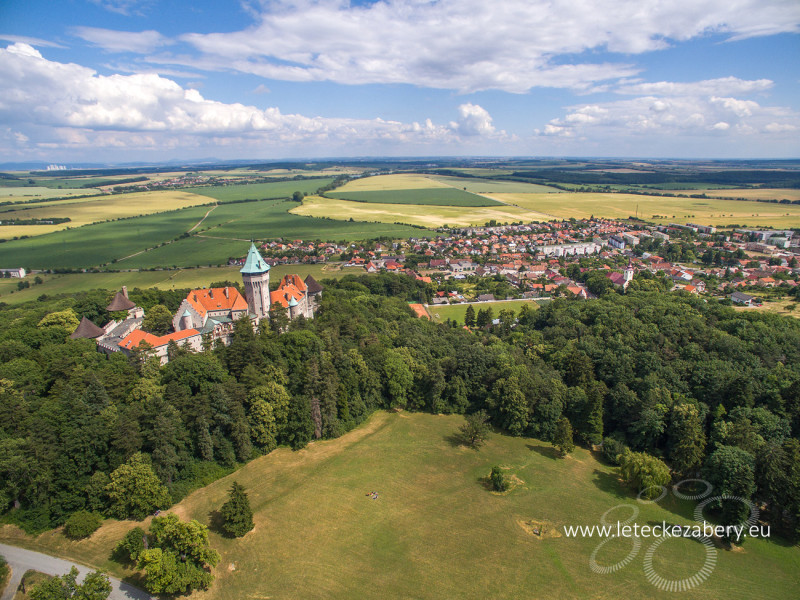 smolenický zámok s anglickým parkom letecká fotografia